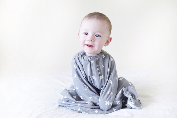 BABY LOVES SLEEP - SLEEPY HUGS - SWADDLE TRANSITIONING
