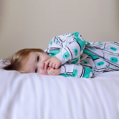 Sleepy Hugs, Hands In and Out, sleeping baby, swaddle transition, baby loves sleep, startle reflex, sleep sack, swaddle bag