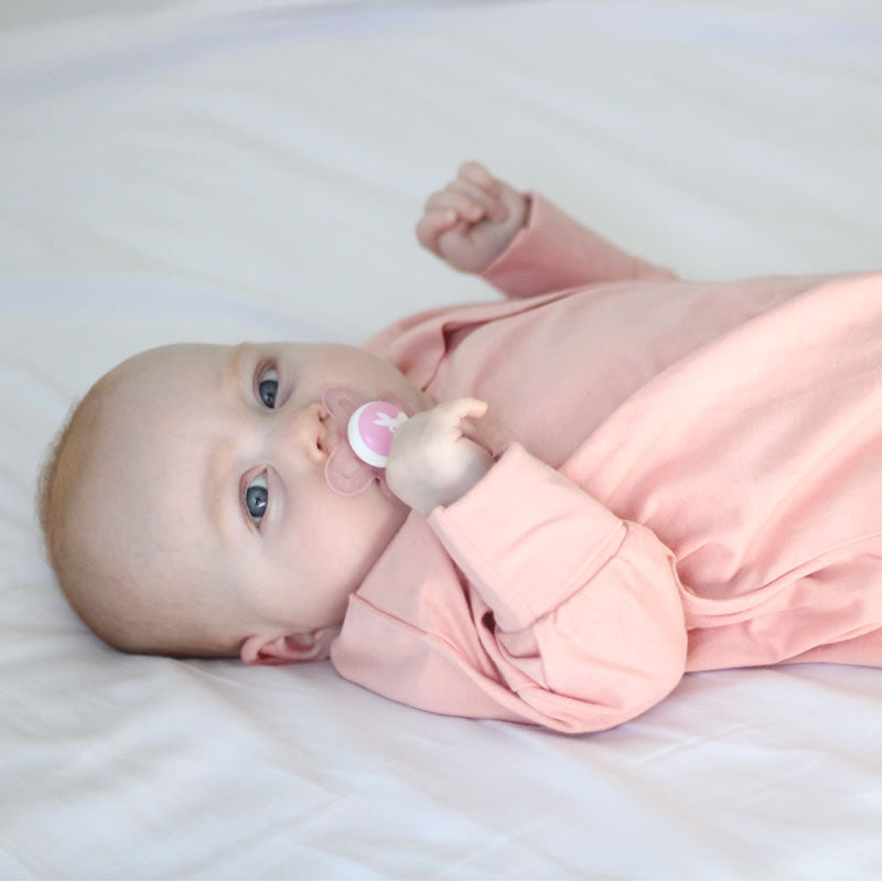 Sleepy Hugs, sleeping baby, swaddle transition, baby loves sleep, startle reflex, sleep sack, baby blanket, baby wearable blanket, baby sleeping bag,