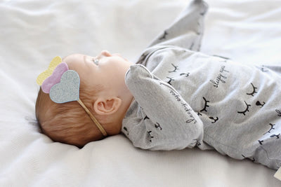 Sleepy Hugs, sleeping baby, swaddle transition, baby loves sleep, startle reflex, organic, sleep sack, baby sleeping bag, wearable blanket