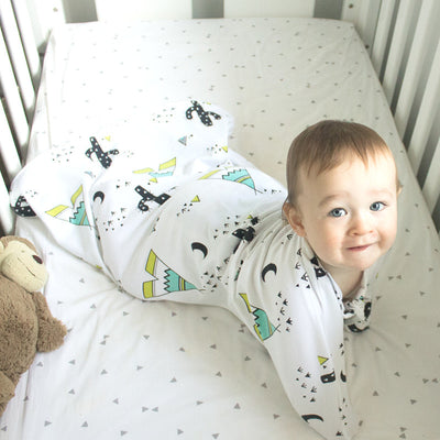 Sleepy Hugs, sleeping baby, swaddle transition, baby loves sleep, startle reflex, sleep sack, baby sleeping bag, wearable blanket