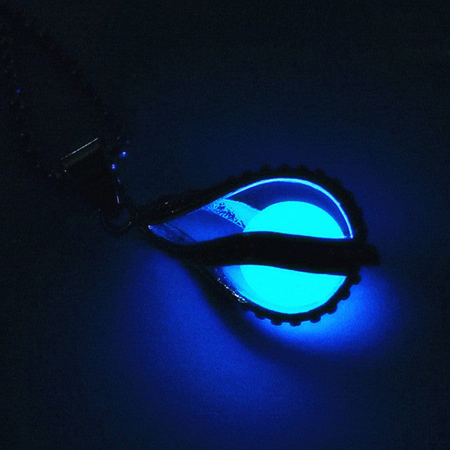 """Glowing Teardrop"" Vintage Necklace"