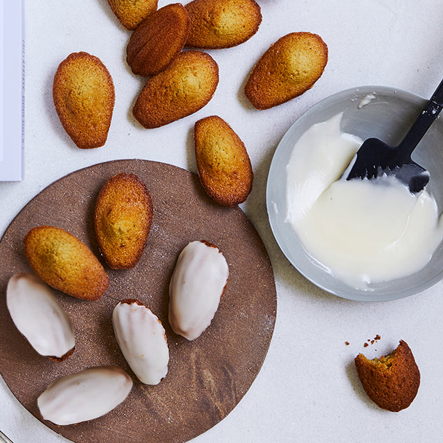 Madeleines with fleur de sel from Île de Ré - organic baking mix