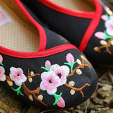 Exquisite Women Ethnic Flower Embroidery Black Cloth Shoes Shoes
