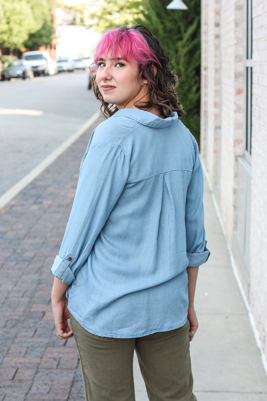 Chambray Collared V-neck Shirt Large