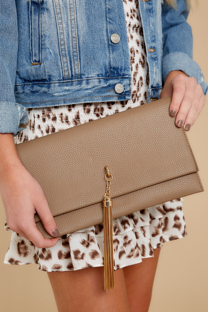 8 Good Omens Brown Clutch at reddress.com