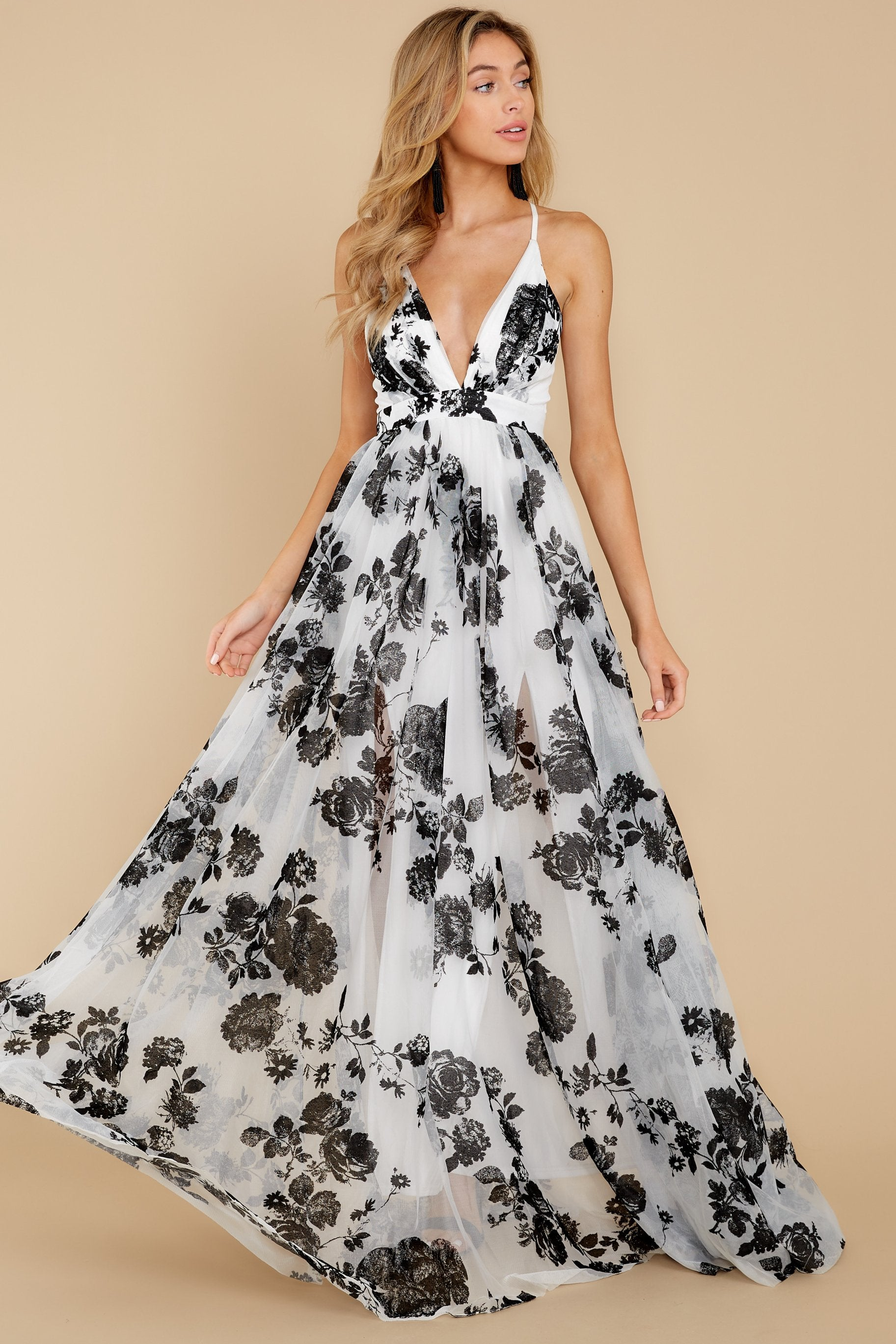 5 Gorgeous Gal White And Black Floral Maxi Dress at reddressboutique.com
