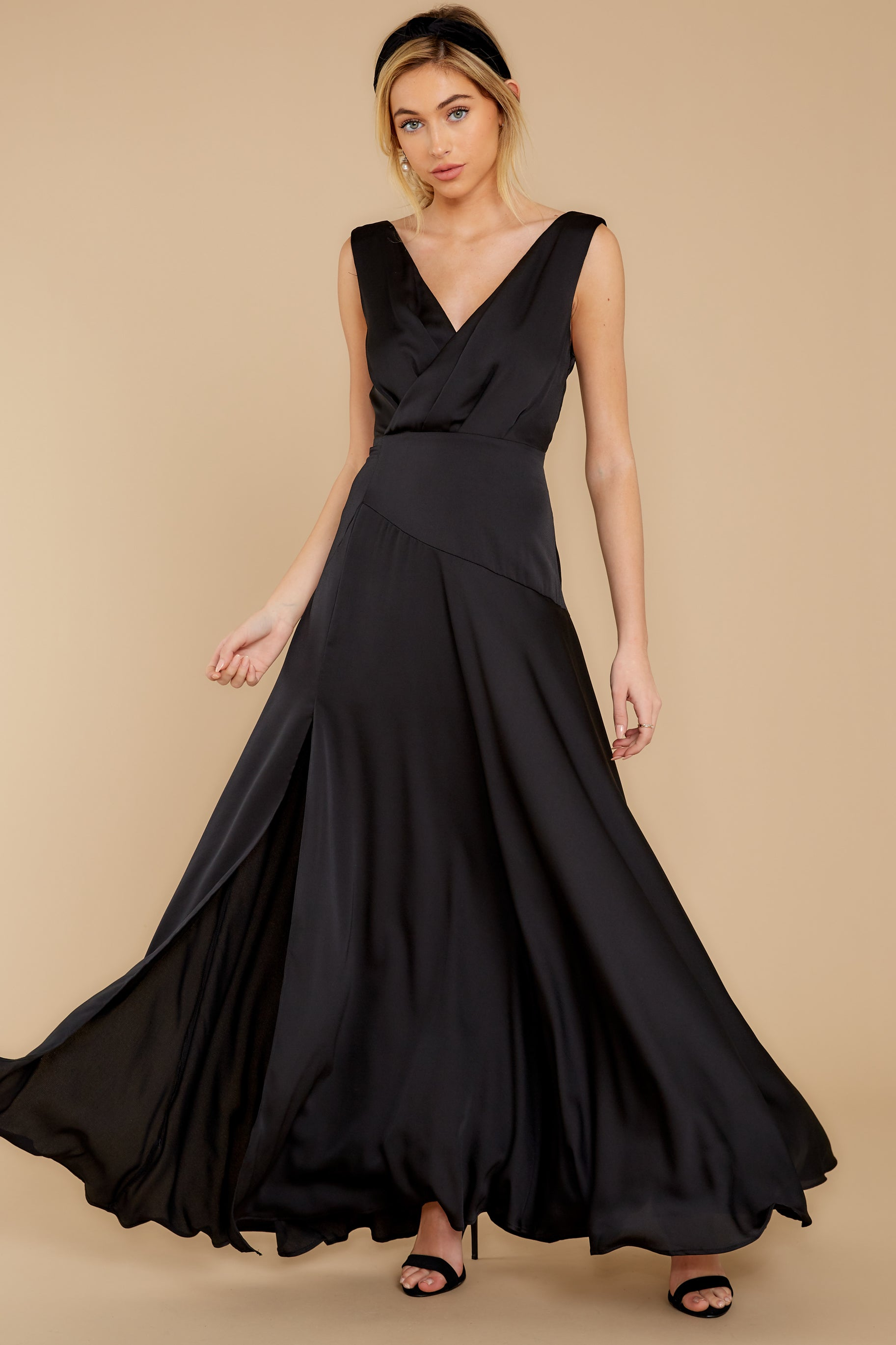 1930s Evening Dresses | Old Hollywood Silver Screen Dresses Sweeping Entrance Black Maxi Dress $56.00 AT vintagedancer.com