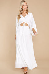 7 Going For This Off White Maxi Dress at reddress.com