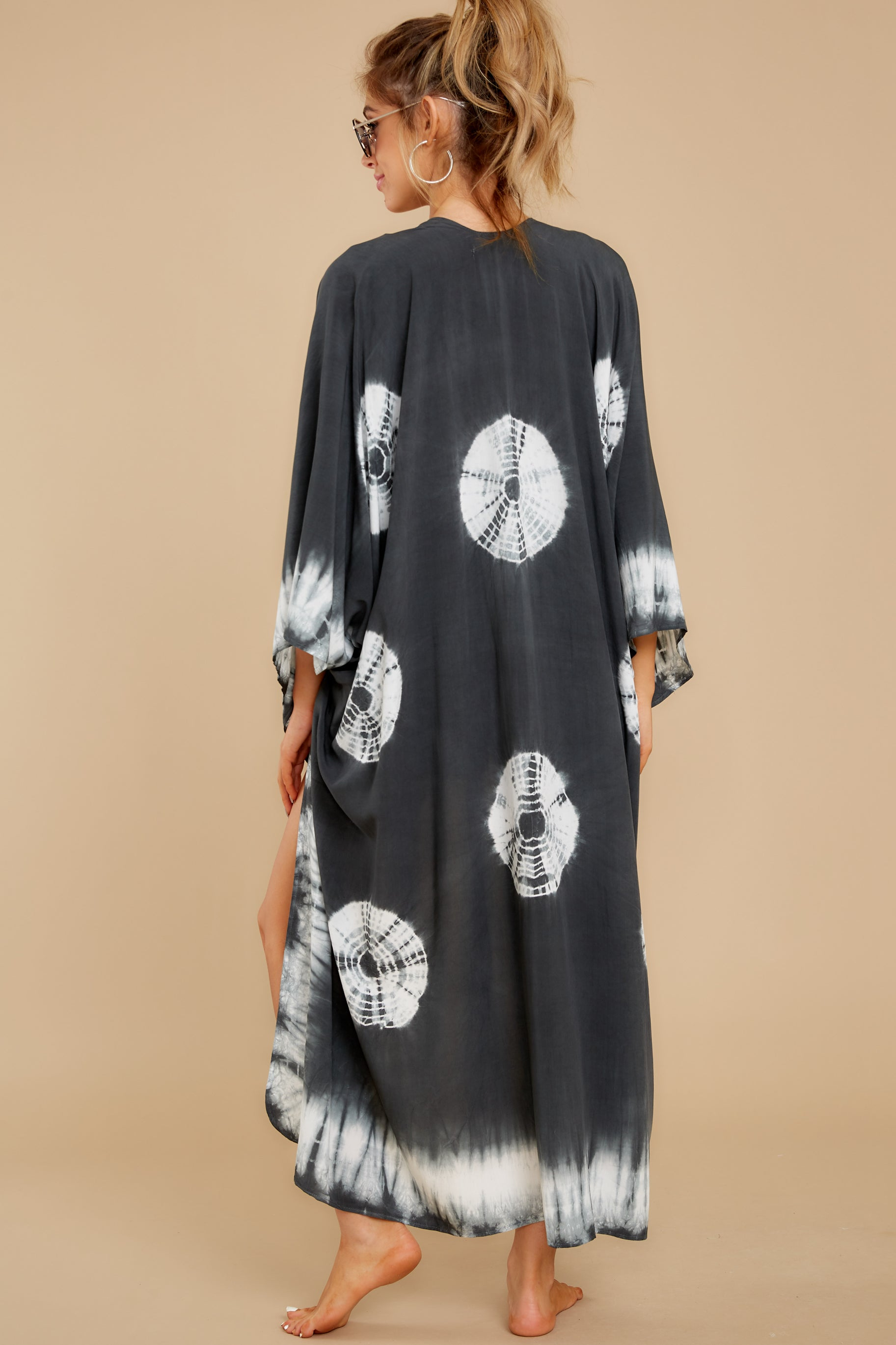 8 Focus On The Good Charcoal Tie Dye Kimono at reddress.com