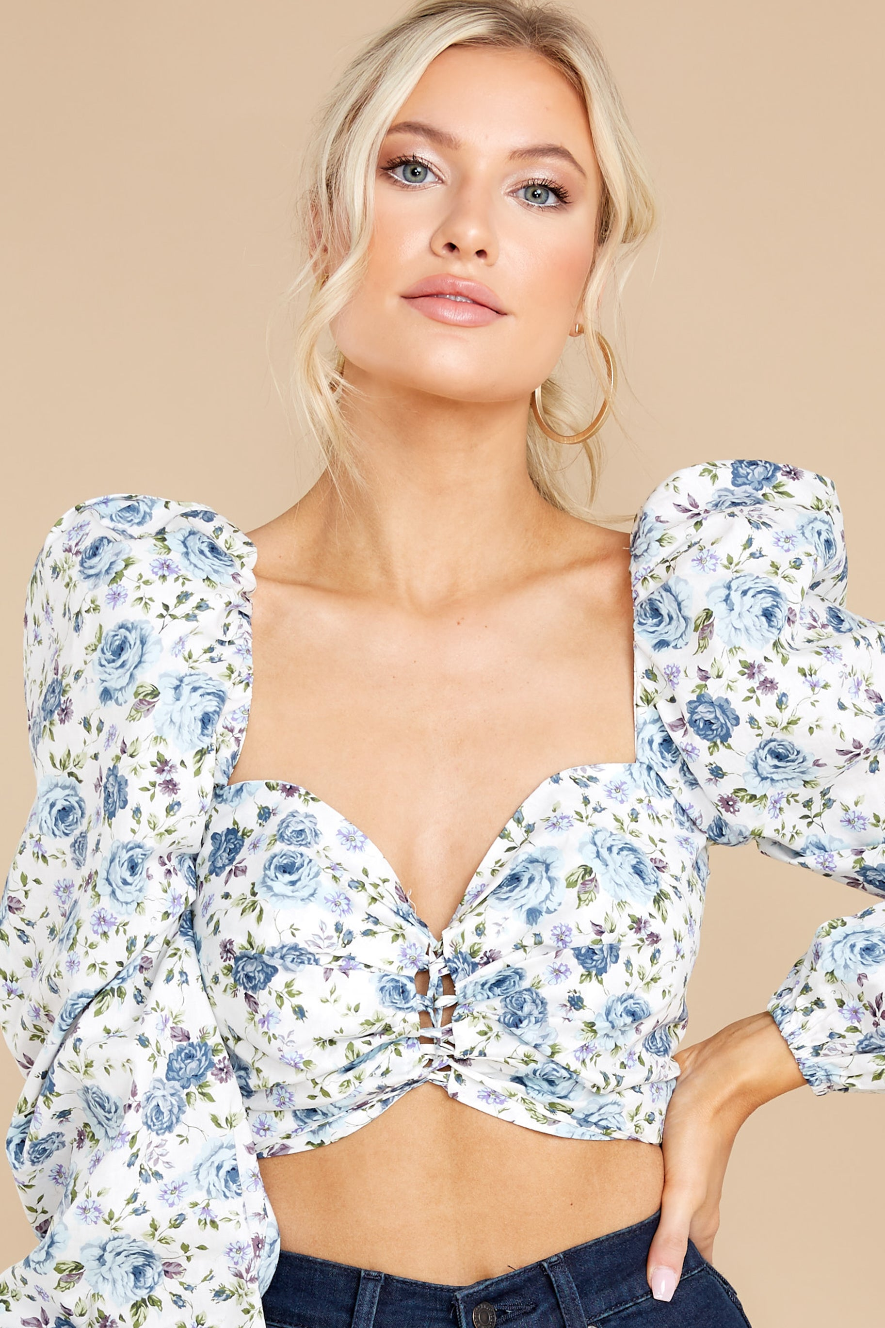 6 Fields Of Love White And Blue Floral Print Crop Top at reddress.com