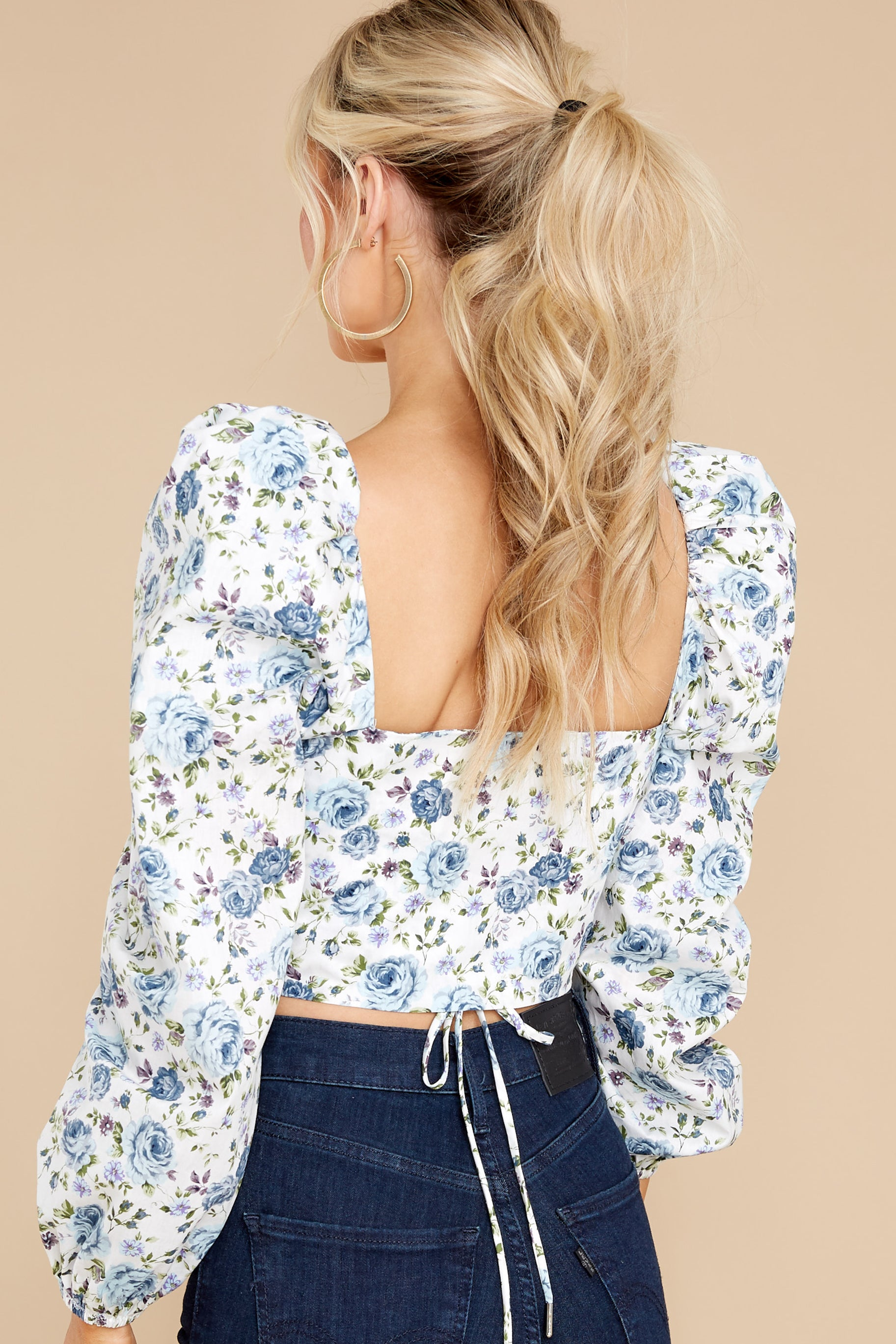 8 Fields Of Love White And Blue Floral Print Crop Top at reddress.com