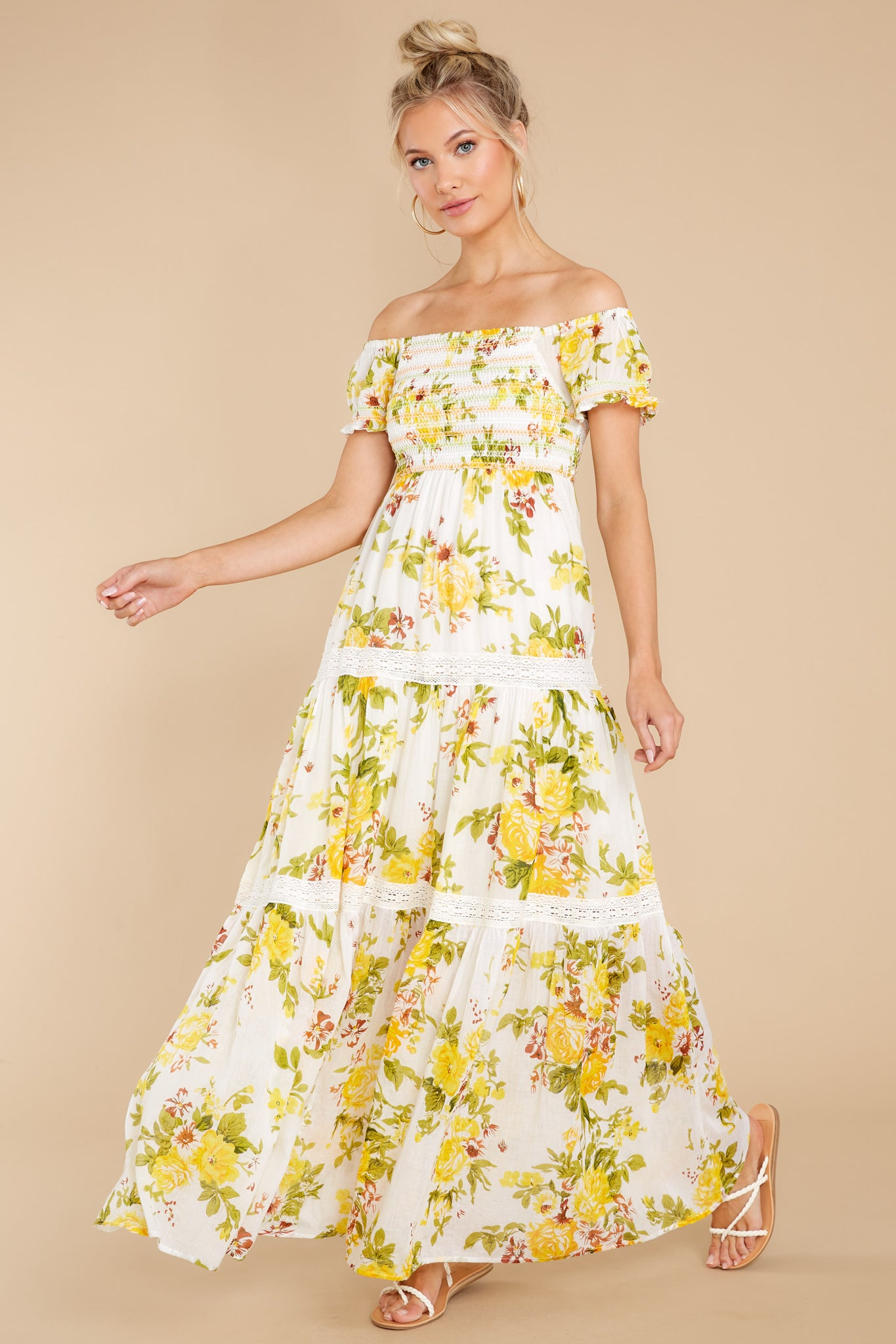 Cottagecore Dresses – Aesthetic, Granny, Vintage Aura Sunny Dreams White And Yellow Floral Print Maxi Dress $55.00 AT vintagedancer.com