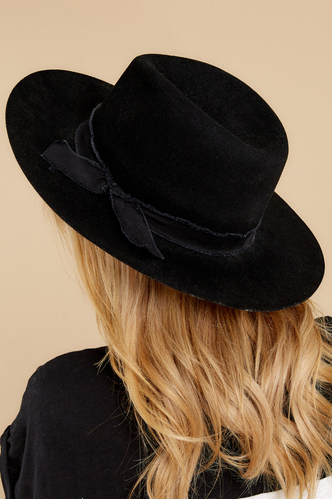 4 Goldfinger Black Hat at reddress.com