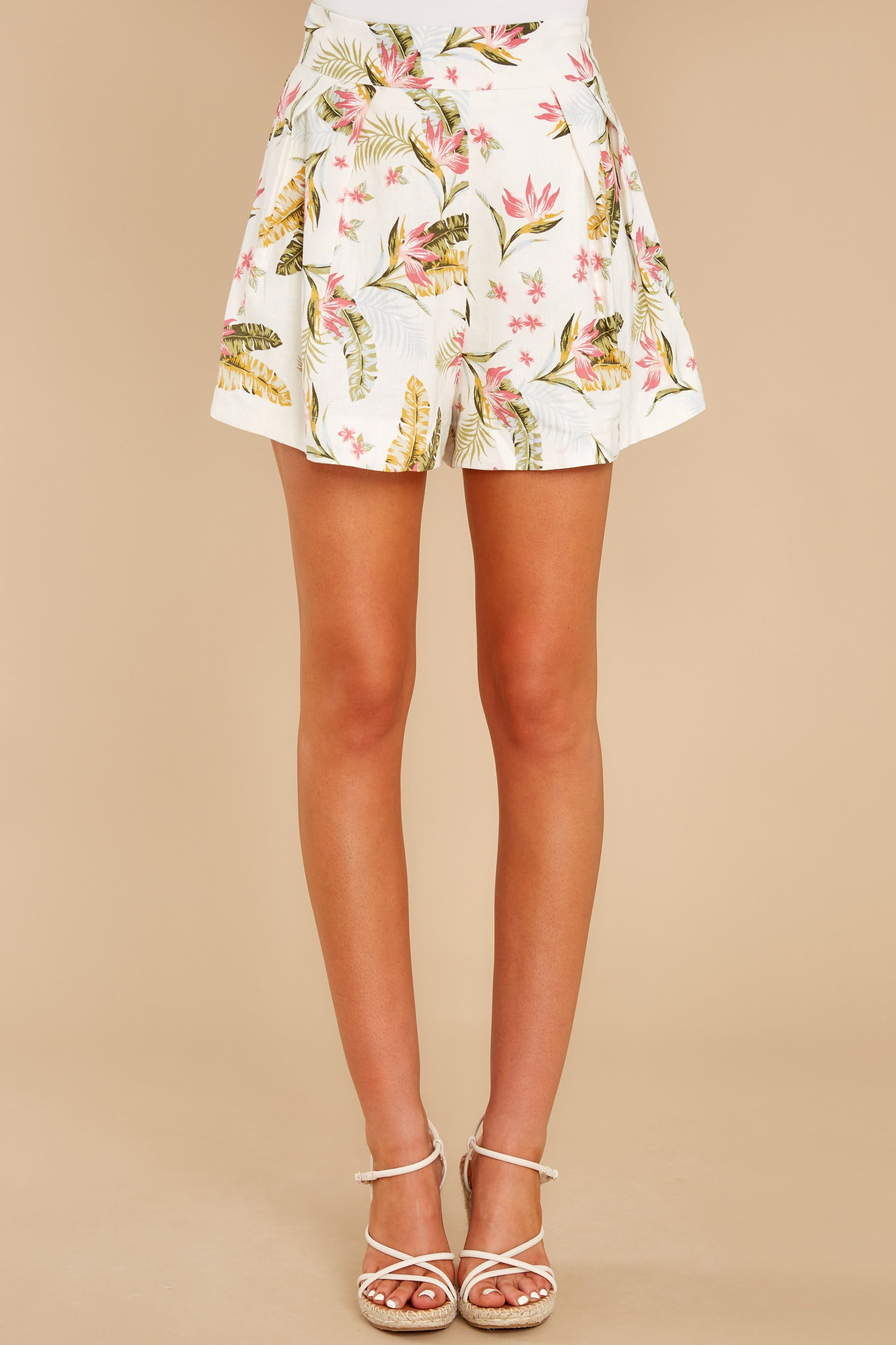6 Never Coming Back Ivory Tropical Print Shorts at reddress.com