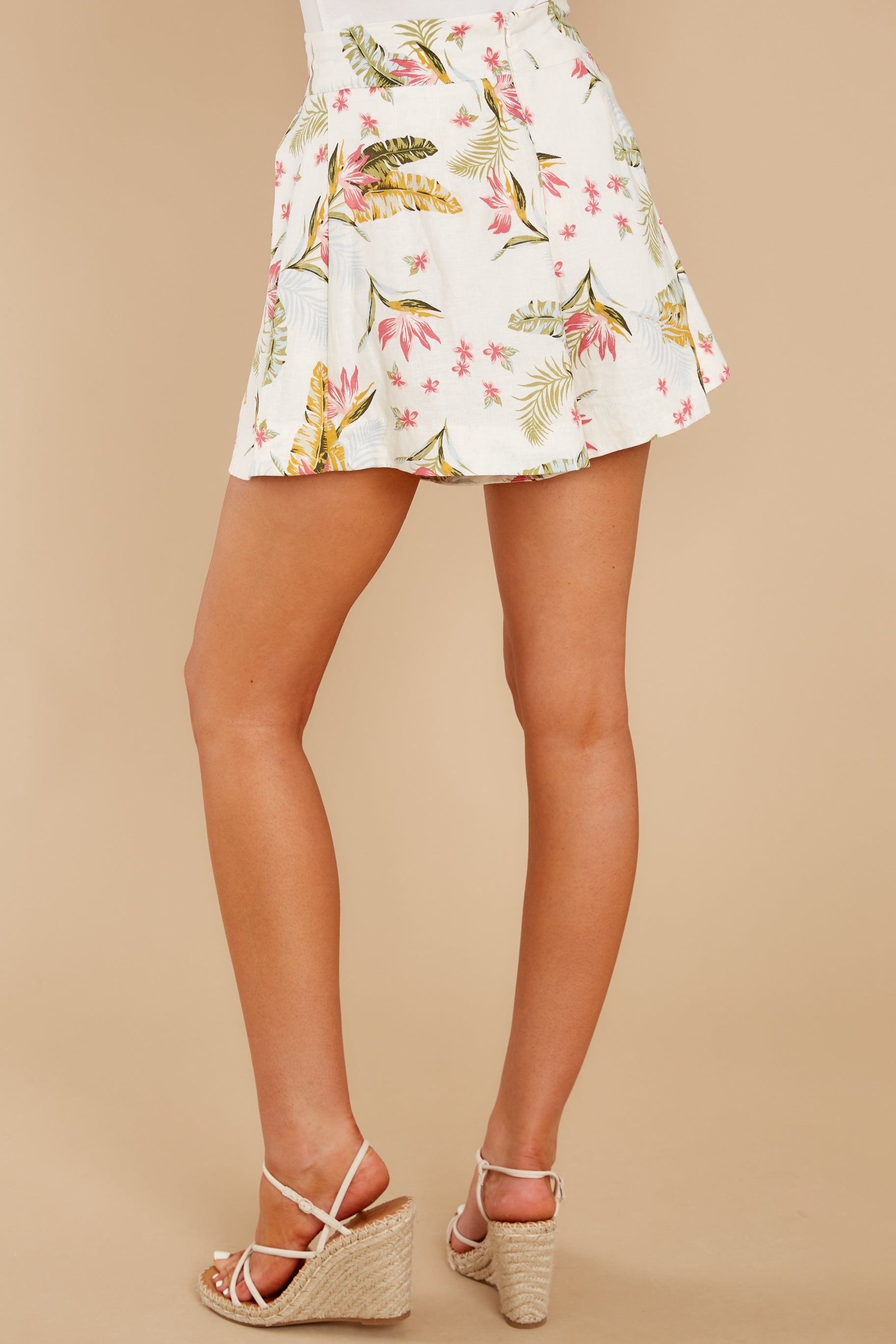 8 Never Coming Back Ivory Tropical Print Shorts at reddress.com