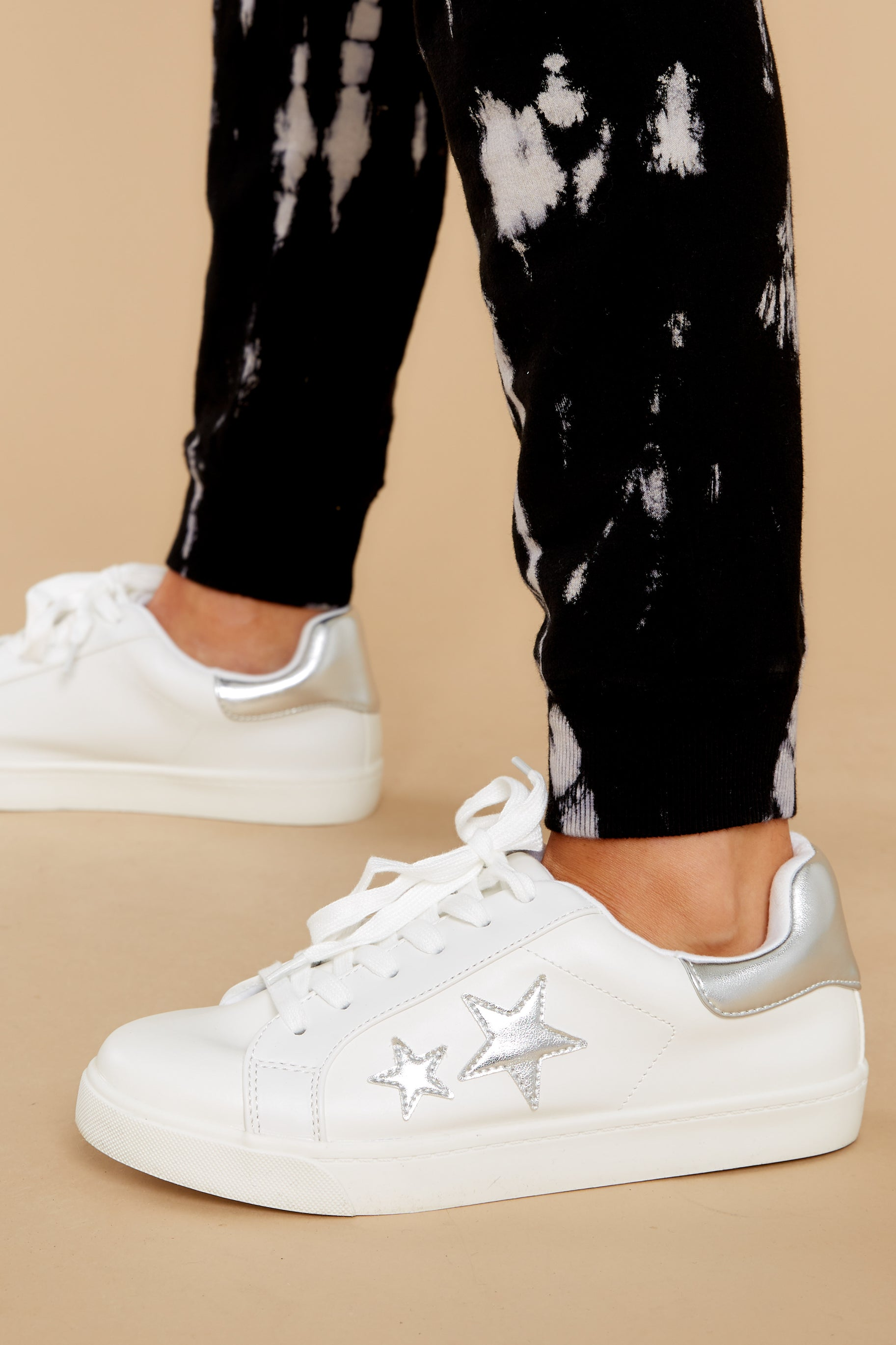 Trendy White Sneakers - Leather Star