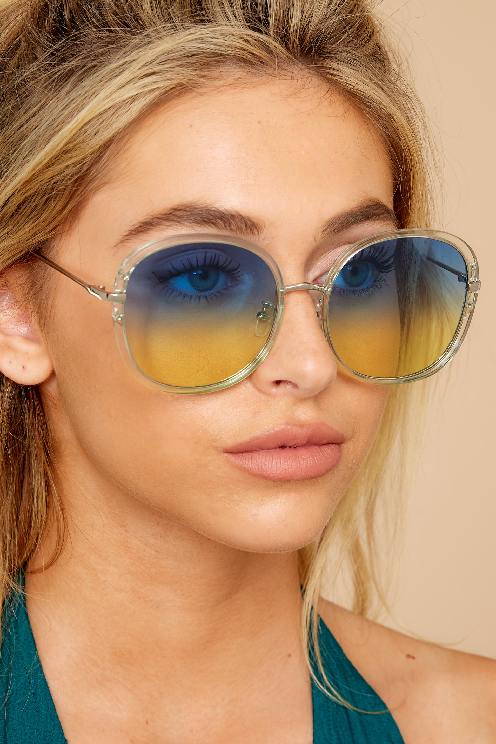 1 Mod Moments Blue To Yellow Clear Sunglasses at reddress.com