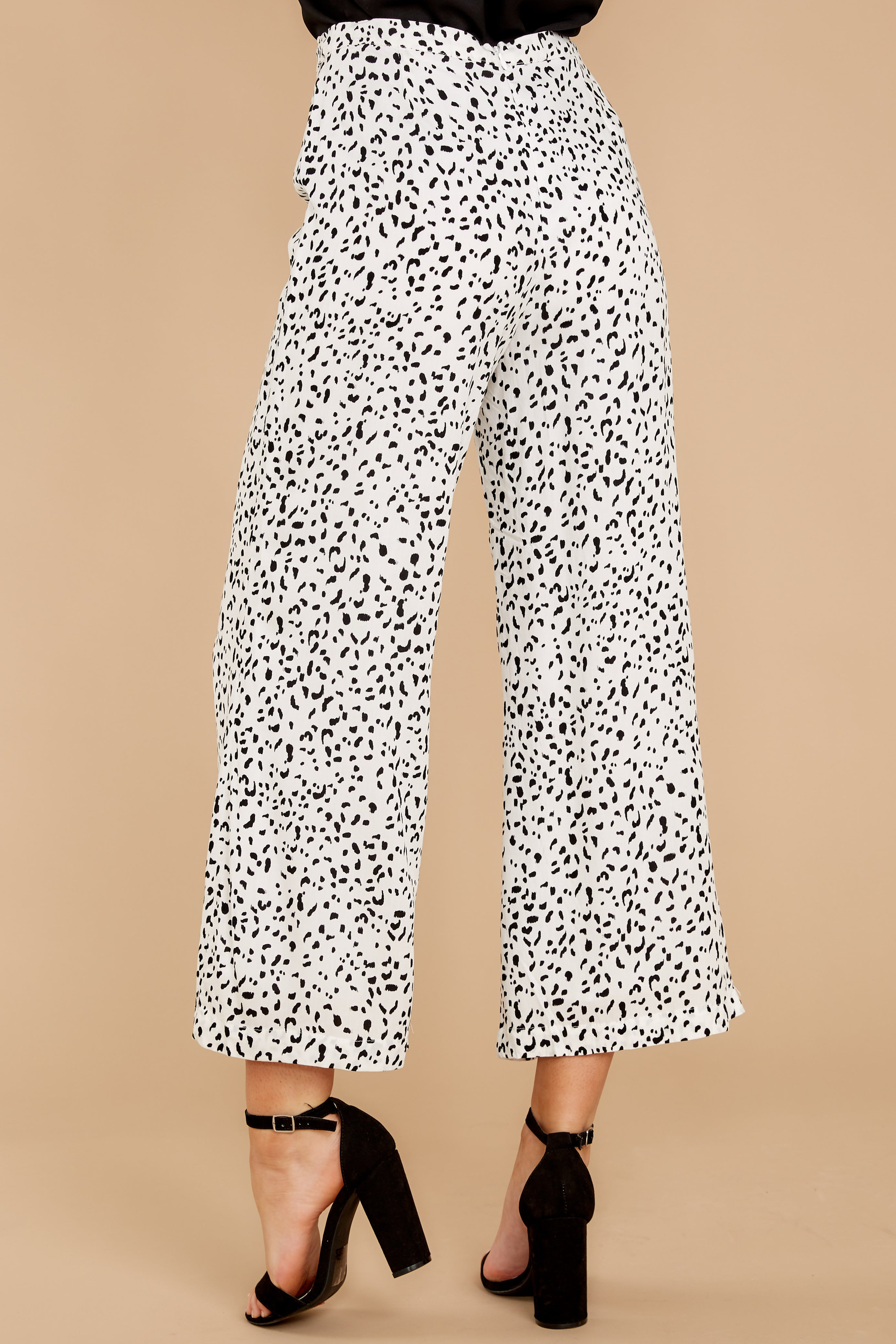4 On The Lookout White Cheetah Print Pants at reddress.com