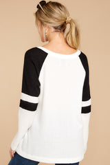 6 On My Side White And Black Top at reddressboutique.com