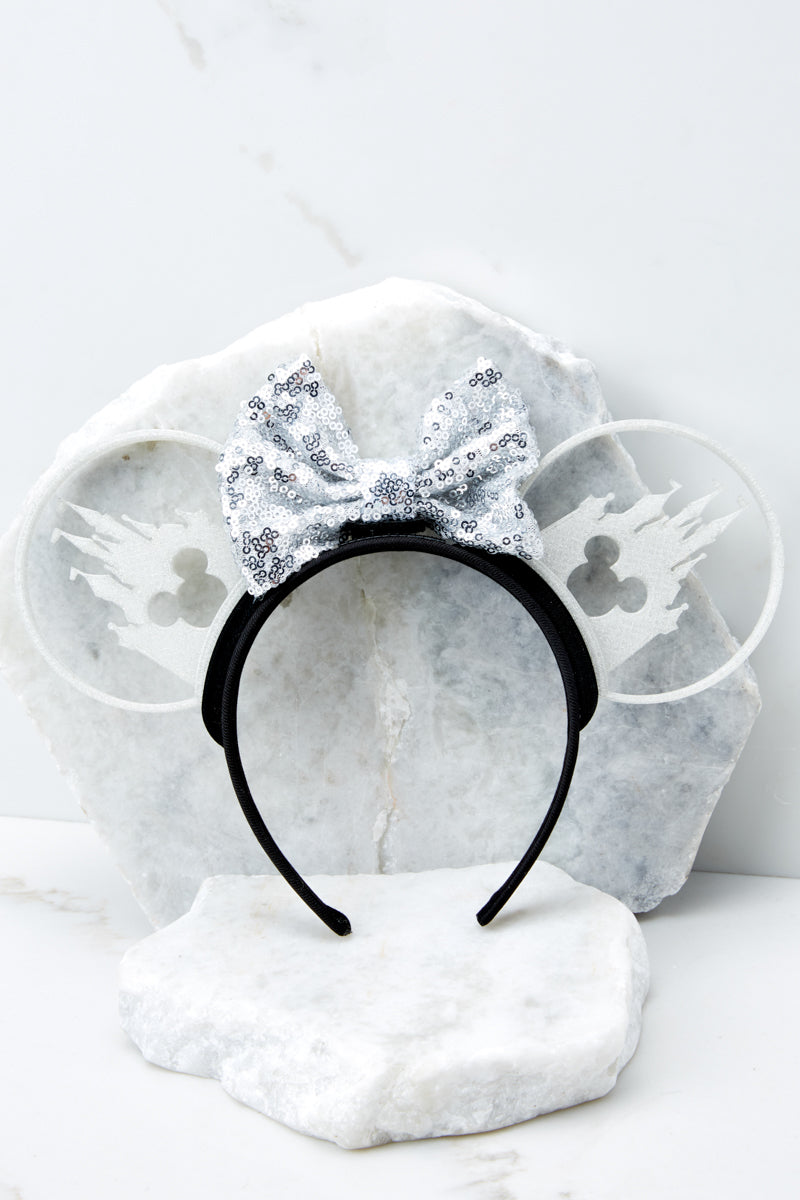 3 Castle Silhouette With White Holographic Sequin Bow at reddress.com