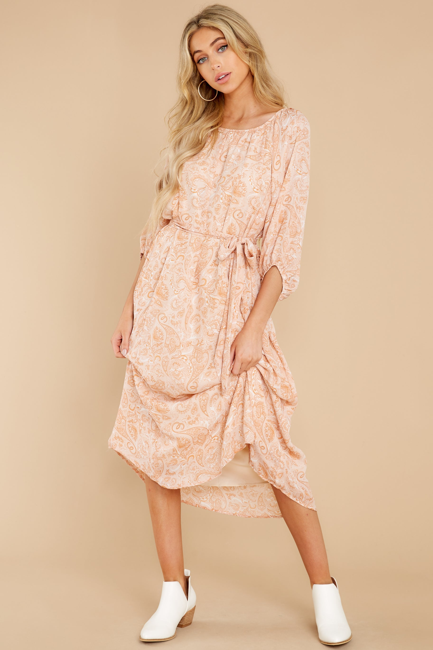 Vintage Style Dresses | Vintage Inspired Dresses Aura Sunlit Reverie Apricot Print Midi Dress Orange $52.00 AT vintagedancer.com