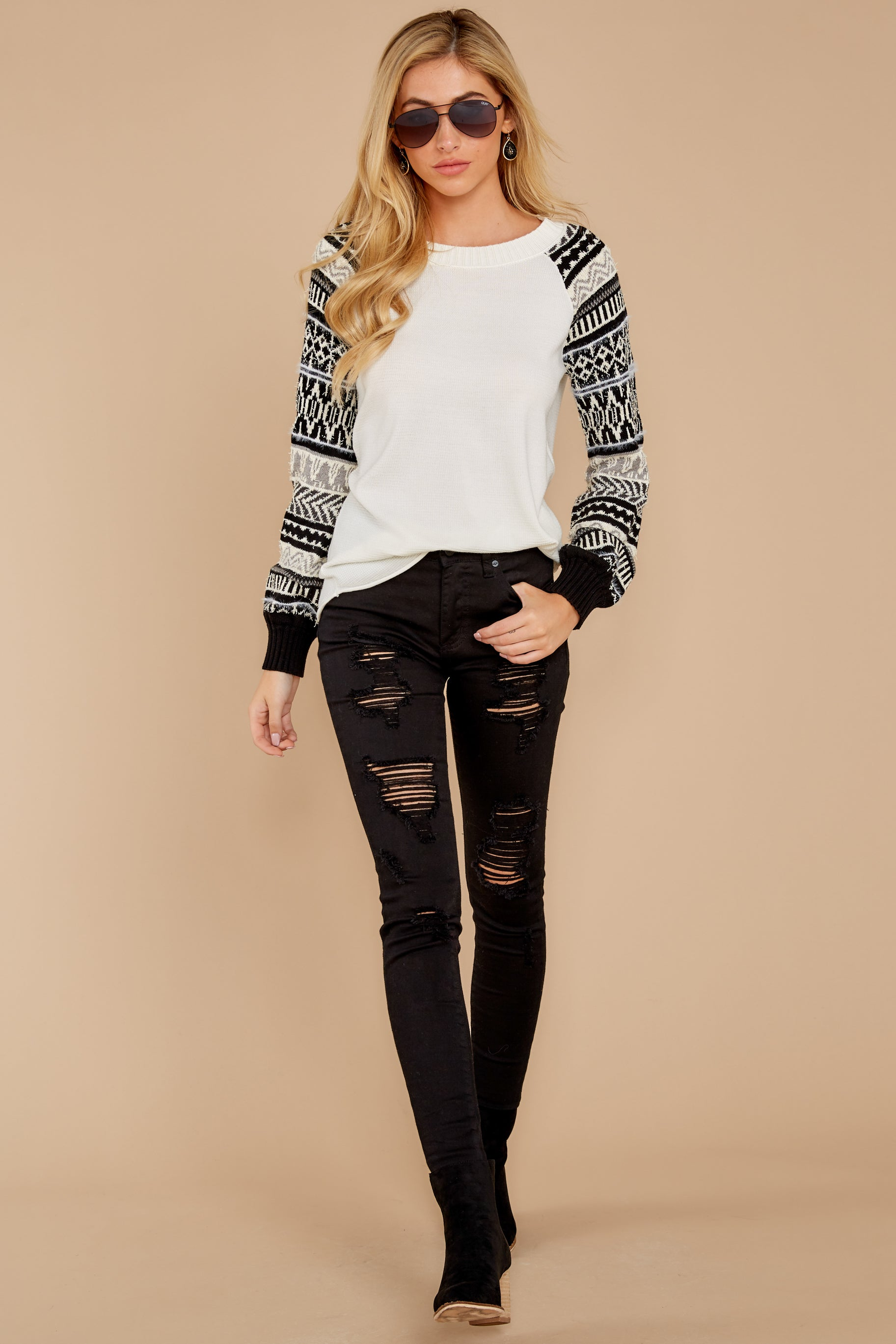 4 Never Settle Black And White Sweater at reddress.com