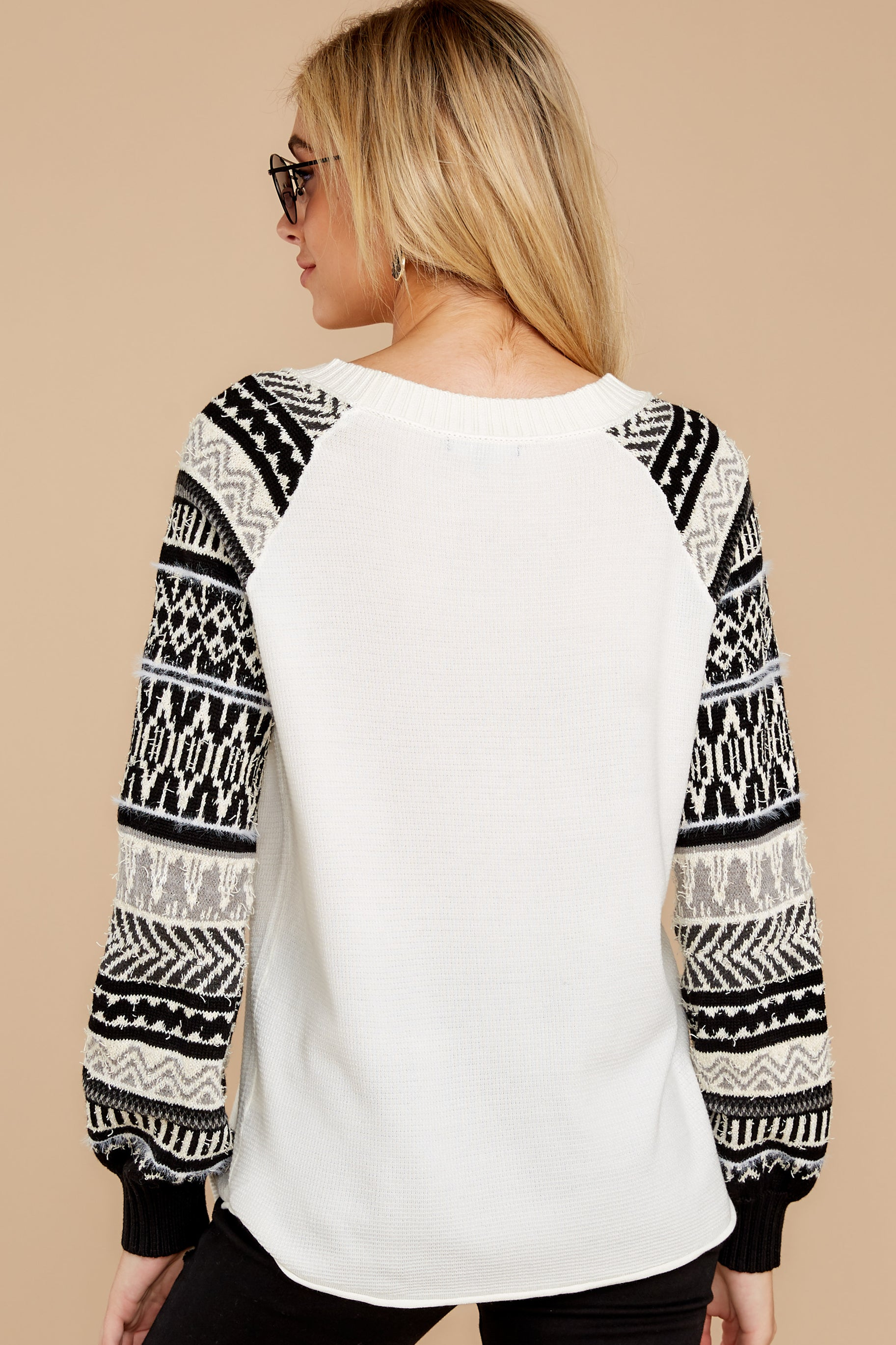 9 Never Settle Black And White Sweater at reddress.com