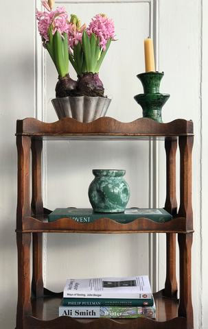 Oneoffpiece-shelf-styling-flowers
