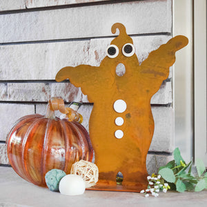 Ghost Sculpture – This scary cute ghost is just the thing you need to spice up your Halloween decorations displayed with magnets