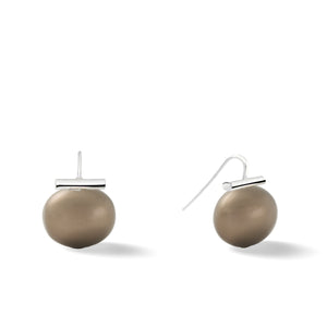 Sterling Large Pebble Pearl Earrings in Tobacco – Catherine Canino's most popular design is a classic piece for your wardrobe with a warm brown pebble pearl stone