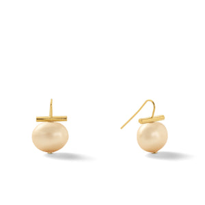 Classic Medium Pebble Pearl Earrings in Honey – Catherine Canino's most universal size and it's Catherine's personal fave, this selection is a subtle honey color