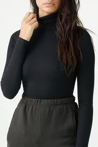 Classic Turtleneck in Black Rib