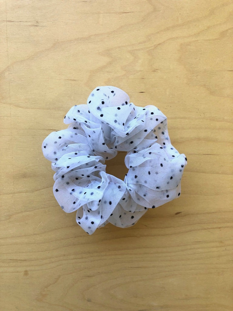 Scrunchie in White Polka Dot