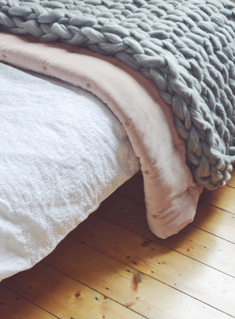 autumn winter 2017 interior home trends pink velvet grey chunky knit throw bed
