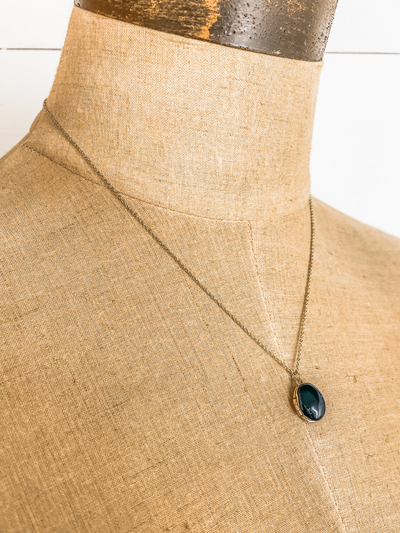 Black Oval Pendant Necklaces
