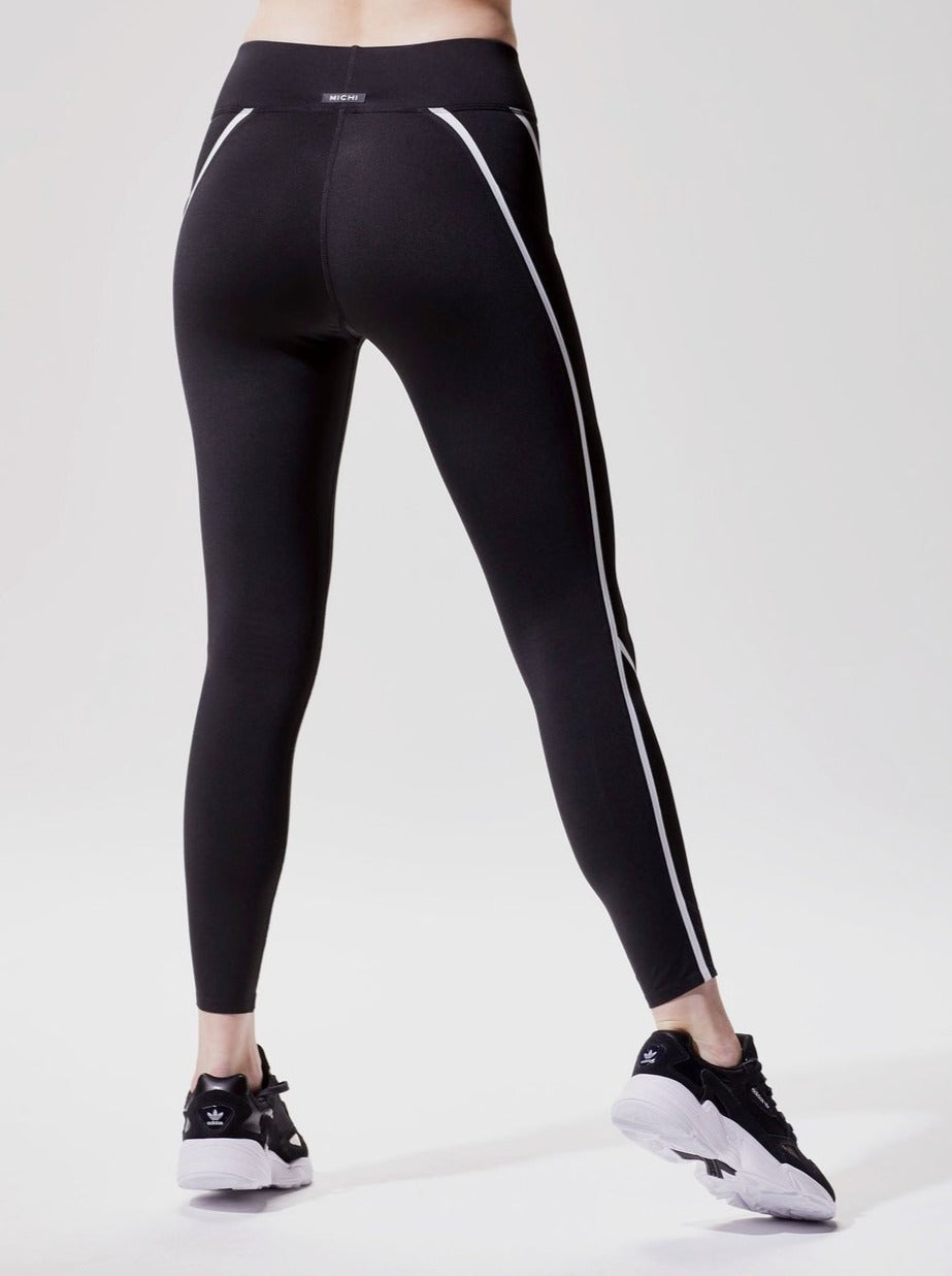 BLACK/WHITE LINEAR LEGGING