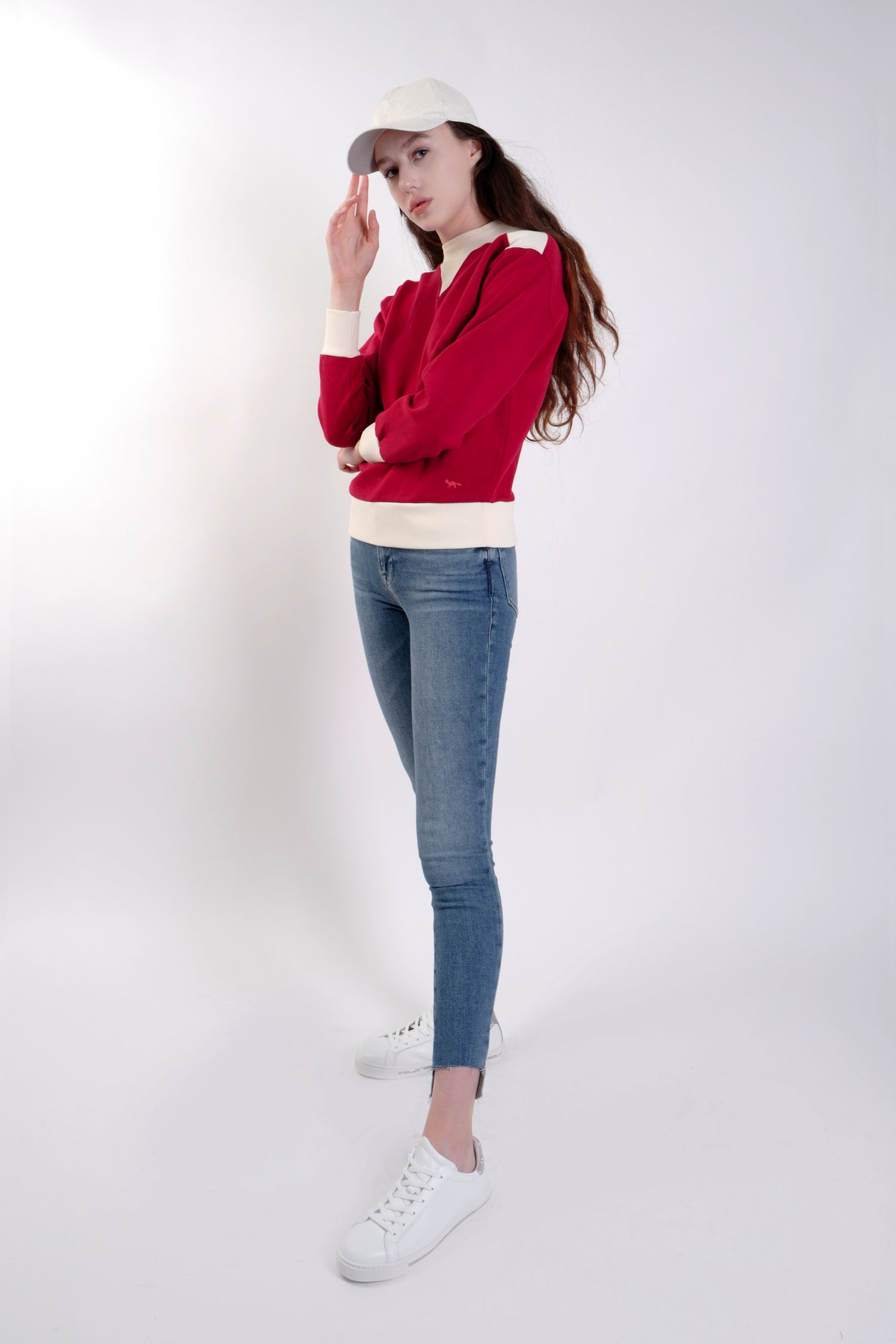 RED CONSTRASTED SWEATSHIRT