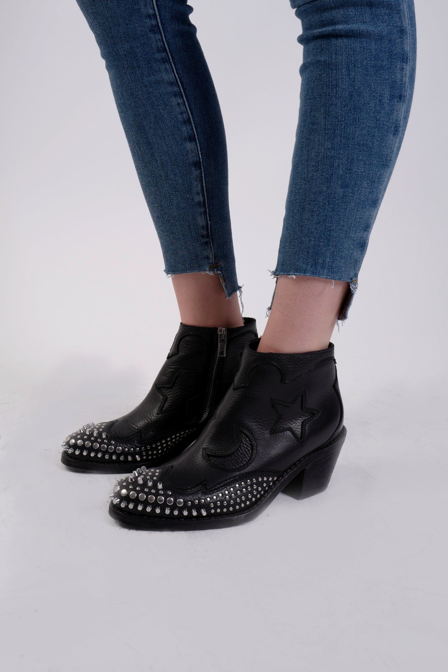SOLSTICE ZIP BOOT