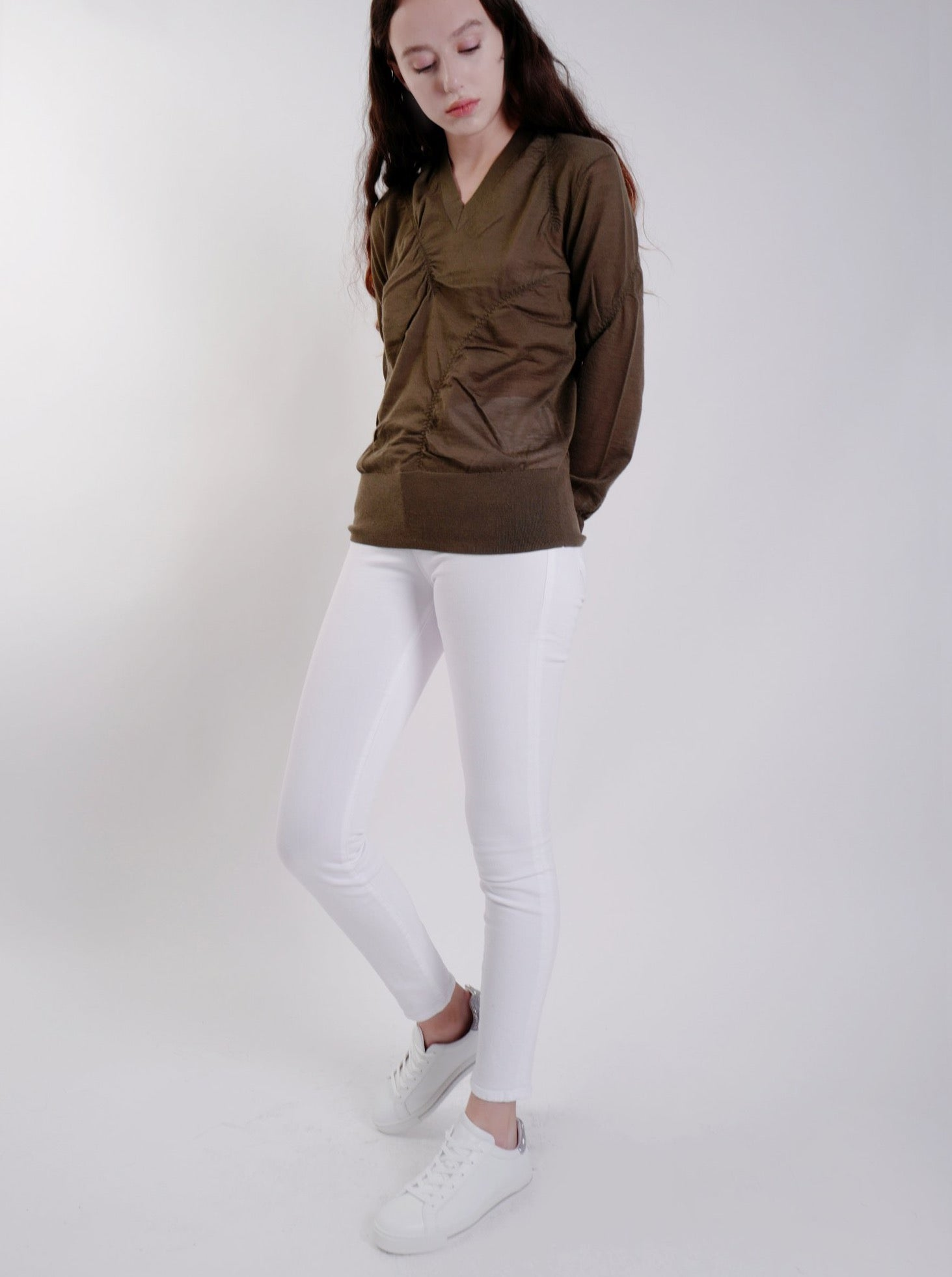 ELASTICATED CASHMERE V-NECK