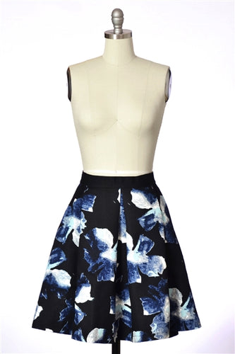 Textured Woven Floral Pleat Skirt in Black