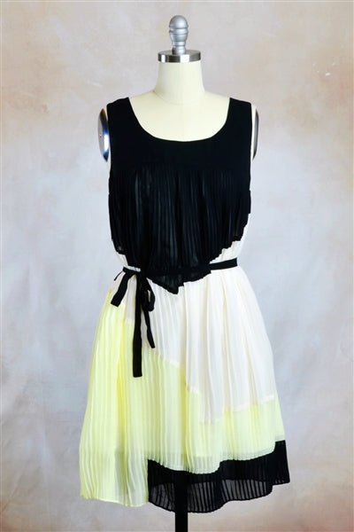 Flatter Me Pleats Colorblock Trapeze Dress in Creamy Black Lemonade