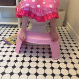 Little girl using easyGokids toilet stool