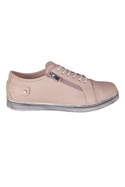 EG18 in Powder Shoes Cabello