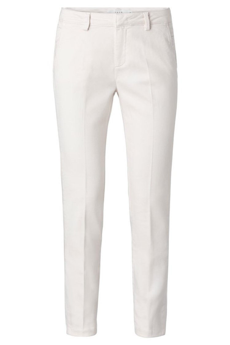 Basic Chino in Off White