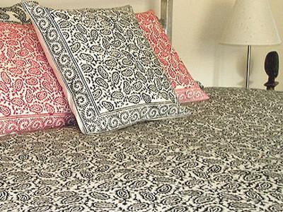 Tilonia® King Duvet Set - Black Paisley
