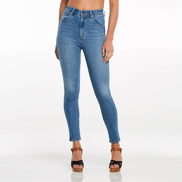 WRANGLER HIGH PINS CROPPED DREAMBOAT JEANS