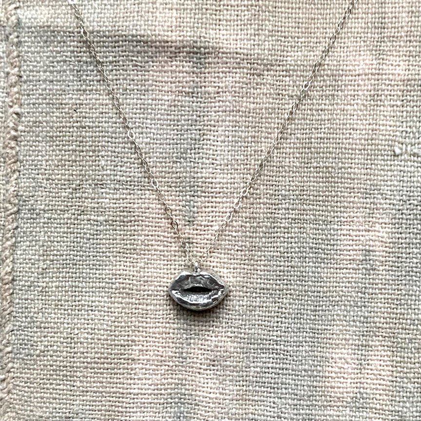 KISS CHARM NECKLACE - STERLING - 220NLS