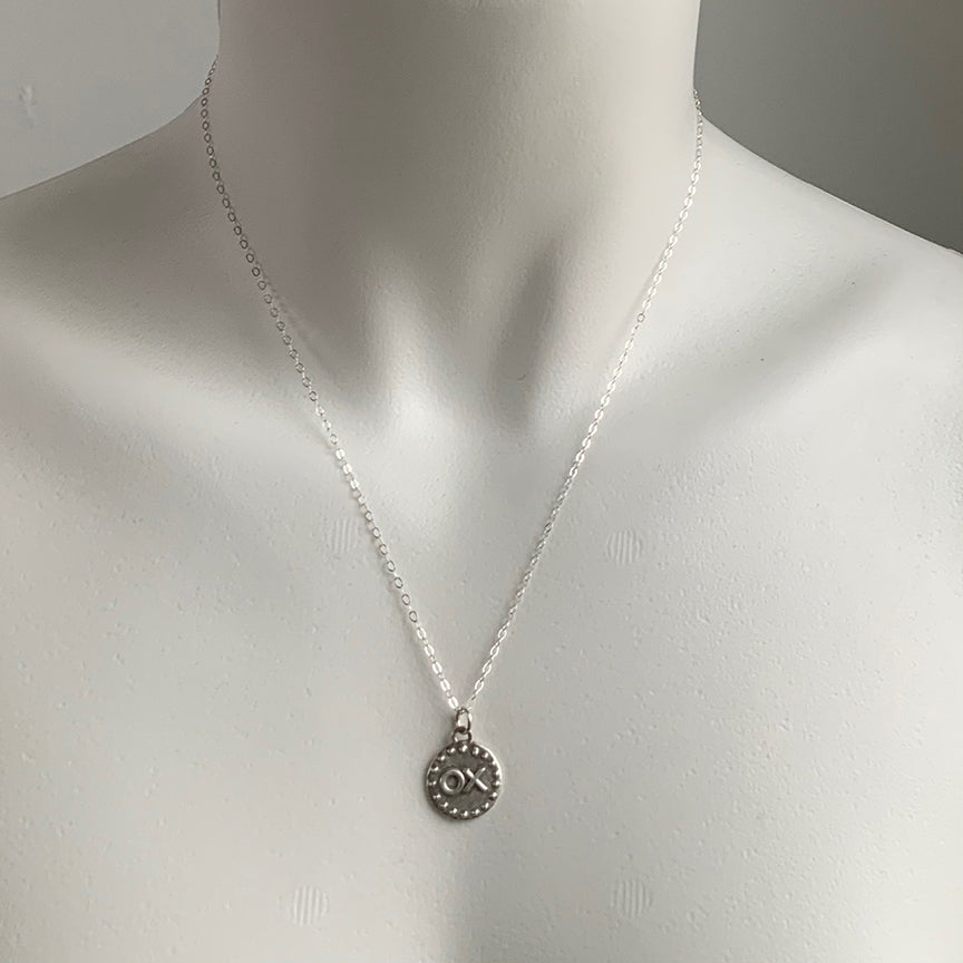 HUG AND KISS DISC NECKLACE - STERLING - 287NLS
