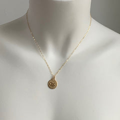 HUG AND KISS DISC NECKLACE - GOLD - 287NLG